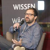 Lars Riemann spricht auf der Fachtagung