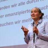 Sabine Funk referiert auf der Fachtagung