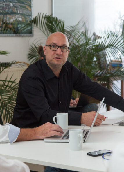 Ralf Zimme und Martin Hoube in einem Beratungsgespräch