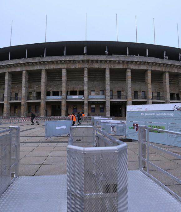 Das Olympiastadion Berlin mit Eingangsschleusen